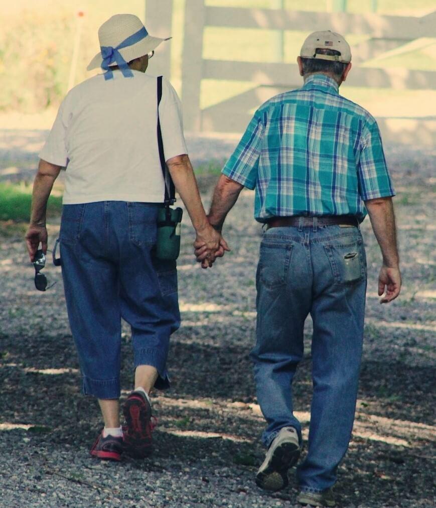 CBD helping senior citizen couple